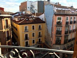 Bonito y luminoso en el centro de Madrid! Wifi!