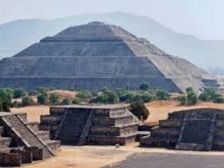 Pyramids of Teotihuacan / 35 minutes by car