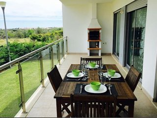 Beautiful 2bed apartment w/ wifi & BBC, Olhos de Agua