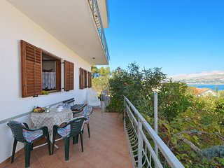 ARBANIJA A1 apartment, near the beach & TROGIR
