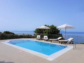 Villa Penelope Boundless Sea & Mountain Views, Lourdas