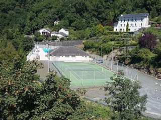 Vila Court Tennis & Pool
