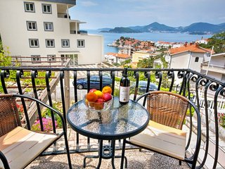 2-storey apartment with 3 bedrooms and sea views, Sveti Stefan