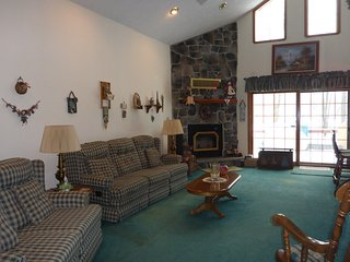 Country Lakefront Ski Cottage, Thornhurst