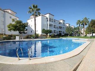 2 Bed, 2 Bath Apartment 2 minute walk to Villamartin Plaza