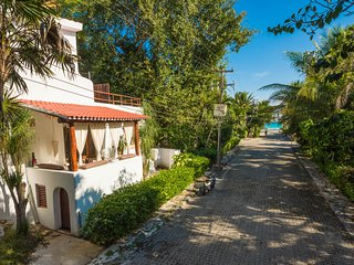 GREAT VILLA 4 ROOMS PRIVATE POOL JUST IN FRONT OF THE ENTRANCE BEACH