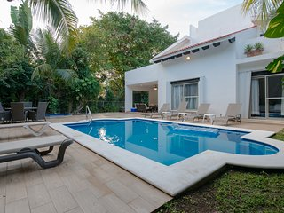 A HOLIDAY VILLA HOUSE IN PLAYA DEL CARMEN, MEXICO