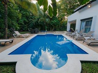 A HOLIDAY VILLA HOUSE IN PLAYA DEL CARMEN, MEXICO, Playa del Carmen