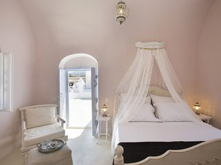 Dantelo Pink Luxury Private Residence, Mesaria