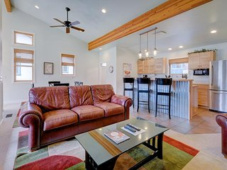 Contemporary condo w/ shared pool and hot tub, near Arches National Park, Moab