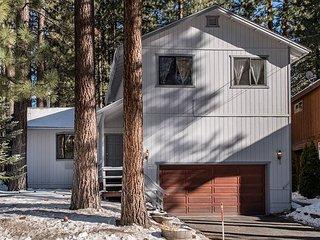 3BR 2BA Lake Tahoe Home near Bijou Golf Course, Close to Town & Pet-Friendly!
