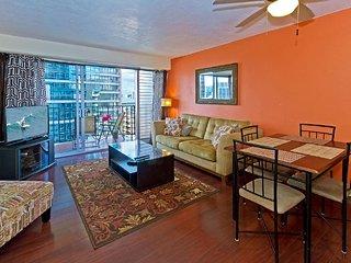 Cozy 2-Bedroom Waikiki Vacation Rental Unit on High Floor!, Honolulu