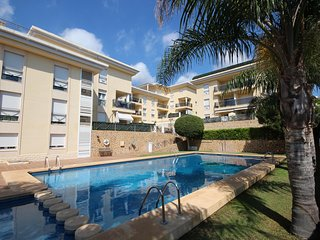Calpe: Beautiful ground floor with privante 30m2 terrace, 2 bedroom in a luxury residence, with large swimming pool and gym.