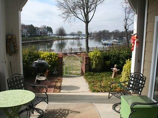Superb Lake Norman Waterfront Condo, 1st Floor, Pool & Tennis Court, Boat Slip, Cornelius
