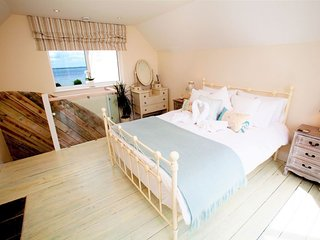 Waterfront Retreat - Immaculate seaside retreat with Solent views, Yarmouth