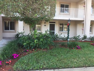 Availible for 2017 Season, 2 MONTH MINIMUM, Country Glen Condo in Naples, FL