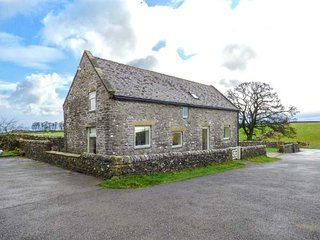 GAG BARN, stone barn conversion, off road parking, Smart TV, garden