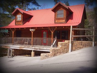 5 Bedroom Cabin in a Great Location! Luxurious, Affordable and Well-reviewed!