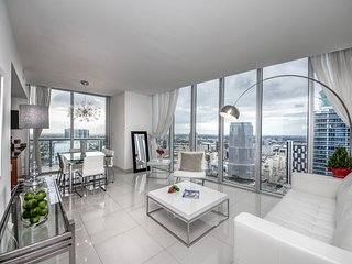 HIGHEST FLOOR AWESOME WATER/CITY VIEW APT.2B/2B BRICKELL (04-49)