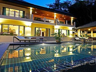 Luxurious 6-Bed Villa near Nai Harn Beach