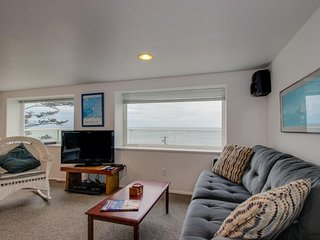 Oceanview group getaway w/prime seaside location & plenty of room for everyone
