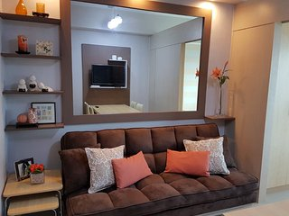 Fully Furnished Cozy 1BR Condo Beside Mall