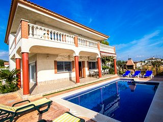 Villa Jubilee in Cubelles for 14 guests, only 1.5km from the beach!, Cunit
