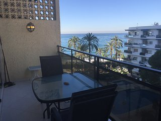 Skol 306 beachfront central location duplex with pool, views and WIFI, Marbella