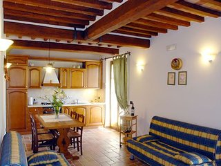 Castelluccio Apartment Sleeps 4 with Pool - 5336593