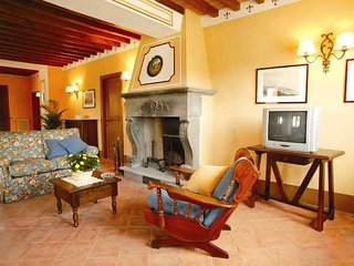 Ponte a Poppi Villa Sleeps 17 with Pool - 5336599