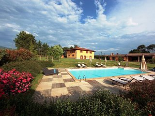 Ponte a Poppi Villa Sleeps 13 with Pool - 5336600