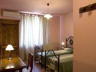Molino del Calcione Villa Sleeps 12 with Pool and WiFi - 5336623