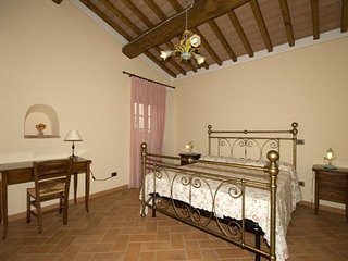 Montaperti Apartment Sleeps 4 with Pool and WiFi - 5336667