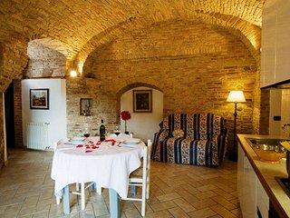 2 bedroom Apartment in San Gimignano, Tuscany, Italy : ref 5336588