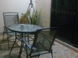 Cuarto con baño completo y terraza en alquiler acceso privado