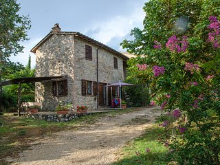 Il Noce, Family friendly holiday house with pool