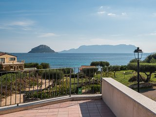 Villa Mimosa -20 mt from the sea, Golfo Aranci