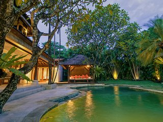 SEMINYAK 7 BEDROOM/9 BEDS, GREAT VALUE, 5* LUXURY