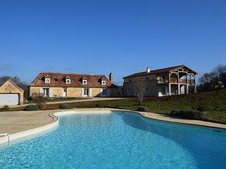 Maison de charme dans un environnement calme et vert, belle vue, piscine, Bergerac