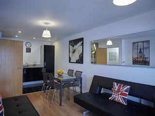 Modern 2 BR apartment Greenwich 077