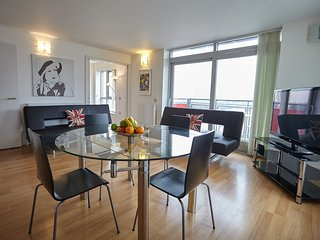 3 bedroom apartment near Noth Greenwich 0409