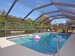 Lovely Pool Home - Minutes to Beach