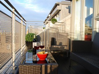 ❤ Stylish Penthouse 180° view balcony ☆ park 4free