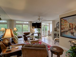 The Beach House full of fun, Child and Pet Friendly, Private Pool, Isle of Palms