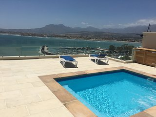 Ocean View 2 bedroom luxury Apartment, Gordon's bay