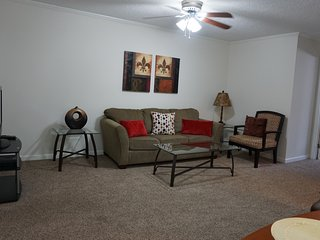 Great Galleria Location, Fully Furnished Apartment