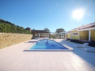 NEW! VILLA DELMATI with tennis court, swimming pool with whirpool, 5 bedrooms, Omis