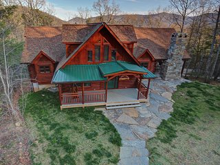 New, Close to downtown Ash., Fireplaces, Hot Tub, Asheville