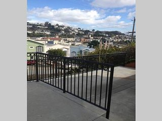 Private home with beautiful view to the Bay, Daly City