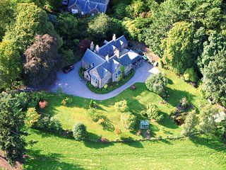Ariel view of Nutwood House and The Lodge.